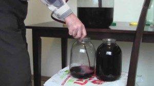 розлив виноградного вина